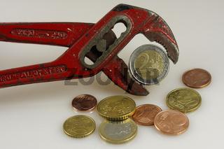 2 Euro in der Zange