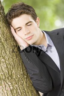 Nickerchen am Baum