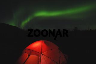 Zelt mit Nordlicht (Aurora borealis), Abisko Nationalpark