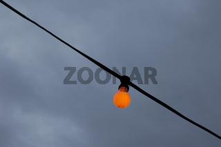 Orangefarbene Glühbirne | Orange light bulb