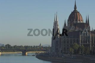 Budapest, Parlament und Margaretenbrücke (Margit híd)