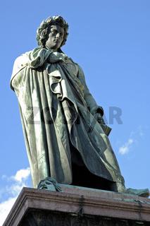 Schiller-Denkmal auf dem Schillerplatz