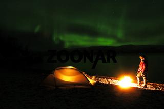 Nordlicht (Aurora borealis) ueber dem See Tornetraesk nahe Abisko