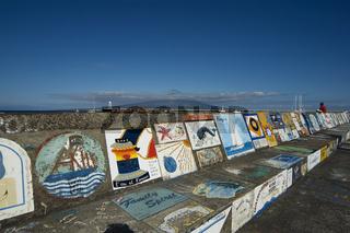 Gemälde an Hafenmauer