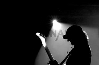 Gitarrenspieler im Spotlicht