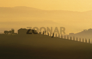 Farm house silhouetted against hills, San Quirico d'Orcia, Tuscany, Tuscana