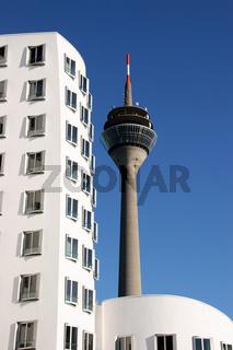 Rheinturm und Gehry