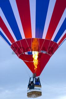 Brenner im Heissluftballon in Aktion