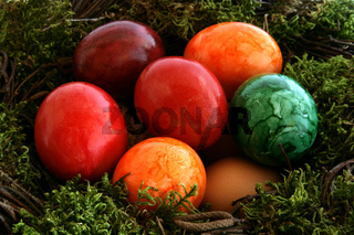 Buntes Osternest - colored Easter basket