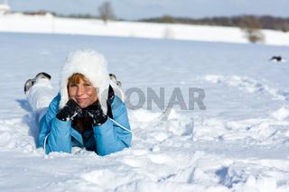 Im Schnee liegen