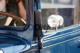 blue oldtimer light