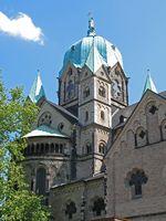 Quirinus-Münster Seitenansicht