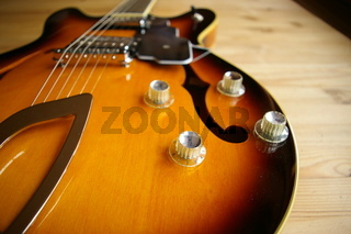 e-guitar holebody