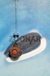 Rusty switch in a graffiti | Rostiger Schalter