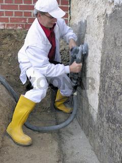 Bauarbeiter Bausanierung Sanierfräsarbeit