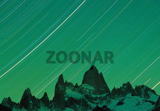 Sternenbahnen ueber dem Cerro Fitz Roy, Fitz-Roy-Massiv, Los Glaciares Nationalpark, UNESCO-Welterbe, Anden, Patagonien, Provinz Santa Cruz, Argentinien, Suedamerika