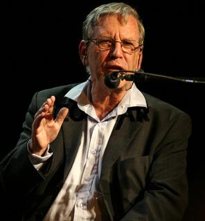 Amos Oz, Schriftsteller