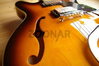 Halbresonanz Gitarre