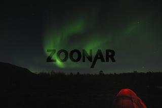 Zelt mit Nordlicht (Aurora borealis) und Grossem Wagen im Sternbild Grosser Baer (Ursa maior), Abisko Nationalpark, Lappland, Norrbotten, Schweden, Skandinavien, Europa