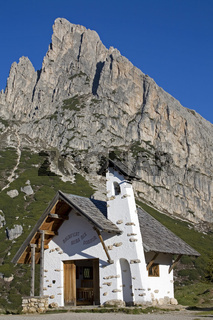 Falzaregokirchlein/A little chapel on the top of Falzarego