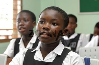 Aufmerksame Schüler der De Youngsters Schule