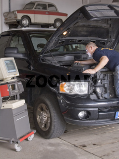 Autoschlosser Automechaniker car-mechanic