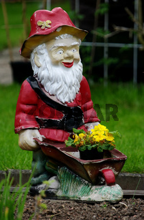 Gartenzwerg im Frühling