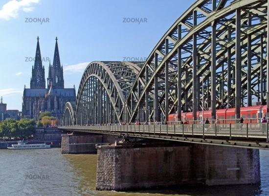 Hohenzollernbruecke in Koeln