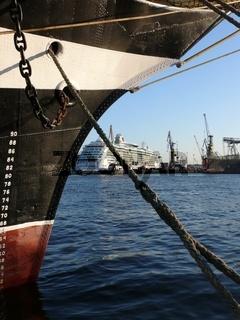 Krusenstern und Brilliance of the Seas