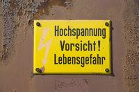 Schild Hochspannung alt, signpost high-voltage old