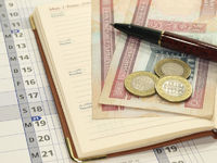 Kalender mit Bahrainischen Banknoten,