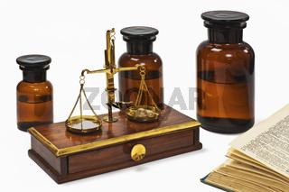 Apothekerwaage   druggist balance