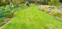 Gartenanlage im Frühling