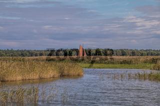 Braune Segel, Zeesboot in der Boddenlandschaft Mecklenburg Vorpommerns