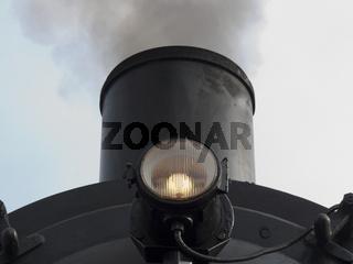 Schornstein und Leuchte an historischer Dampflok