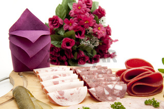 Wurstplatte mit Rosen