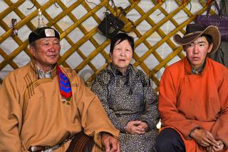 Zu Hause bei mongolischen Hirten in einer Jurte, Region Erdenet, Mongolei