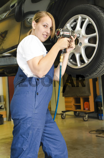 Reifenwechsel in der Autowerkstatt