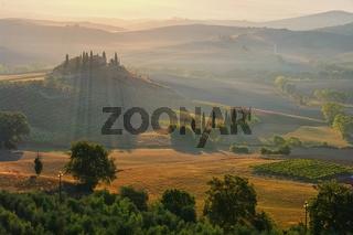Landschaft in der Toskana am Morgen - landscape in Tuscany, morning in autumn