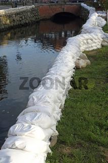 schleusenanlage hochwasserschutz  in hamburg