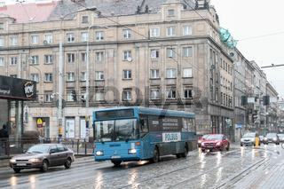 Alter Bus in den Strassen von Breslau