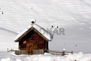 Kleine Almkapelle im Winter