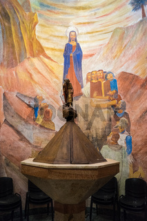Taufstein in einer Kirche in Fertilia, Sardinien