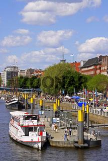 An der Schlachte, Weser, Bremen, Deutschland; at the famous 'Schlachte' in Bremen, Germany
