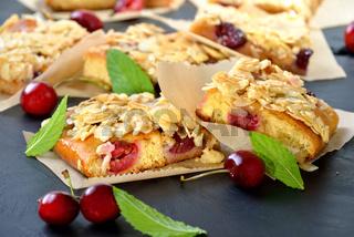Kirsch-Hefekuchen mit Mandelblättchen