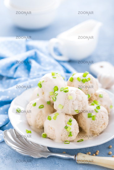 Chicken meatballs with white sauce