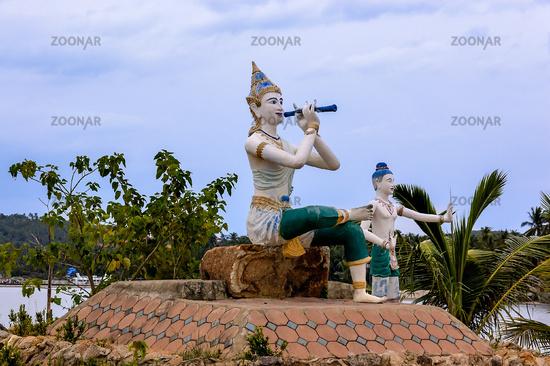 Figuren am Tempel Wat Phra Yai auf Ko Samui