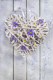 Herz mit Blüten