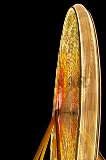 Riesenrad mit Lichtspur rechts