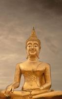 Goldener Buddha Sonnenlicht